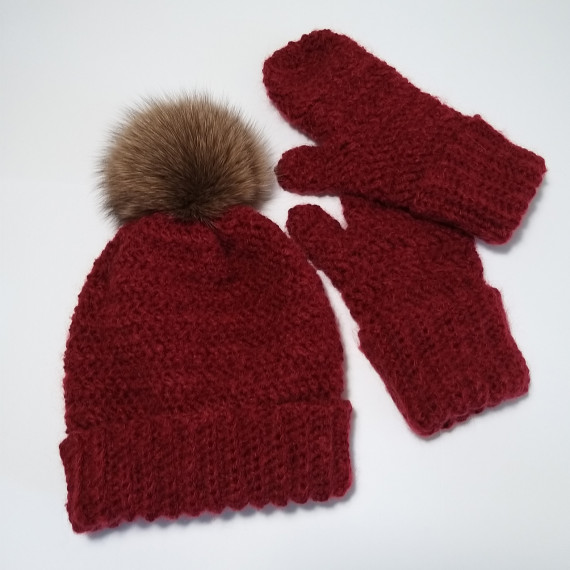Bordeaux hat and gloves